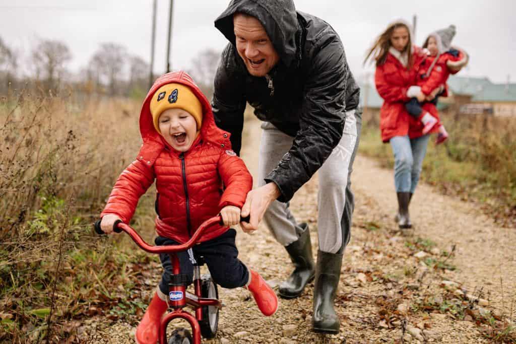 Bättre luft och smartare barn- så får vi fler att gå och cykla tillsammans till skolan. thumbnail.